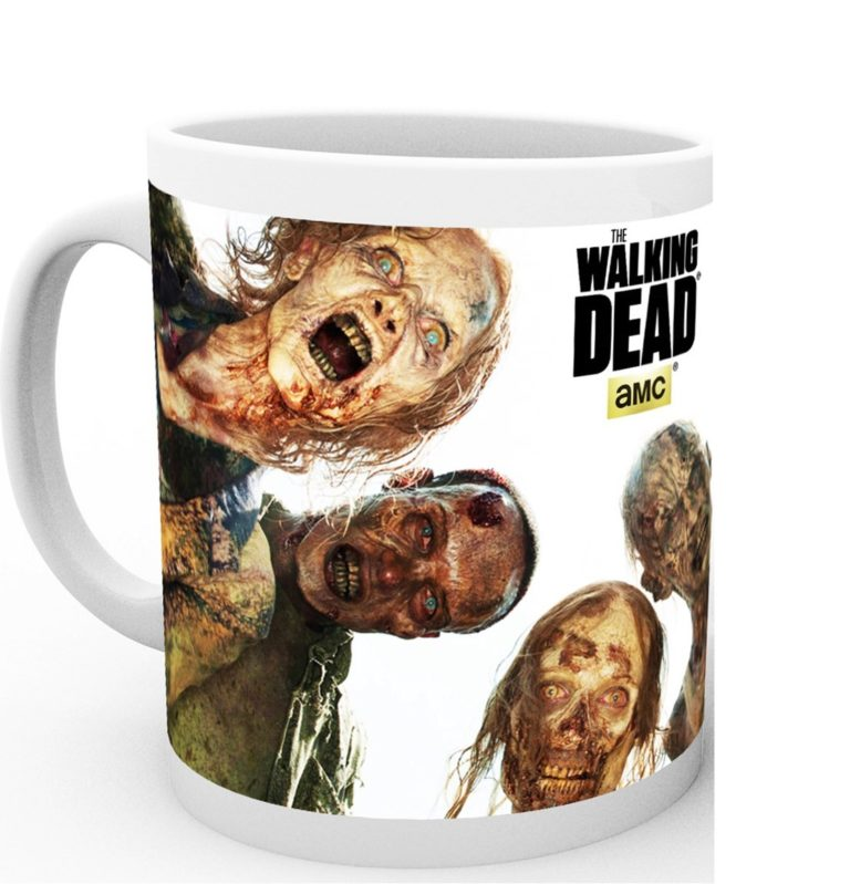 Taza de The Walking Dead con cuatro zombies que te comerán