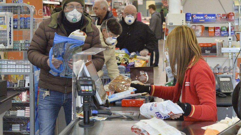 Supermercados saturados con compras masivas