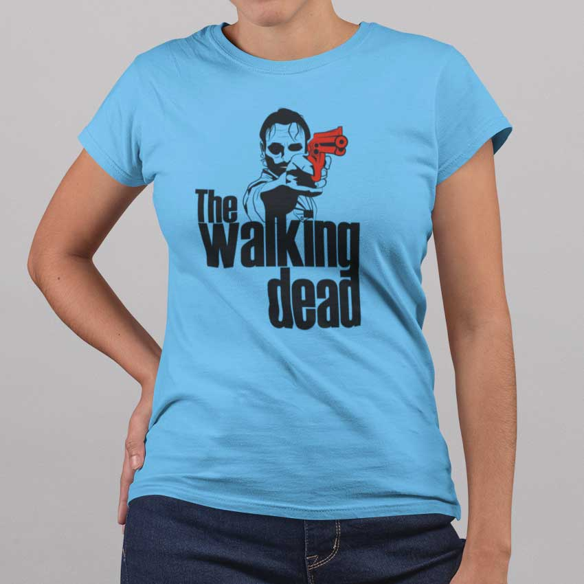 Camiseta de mujer de The Walking Dead con Rick Grimes y su revólver
