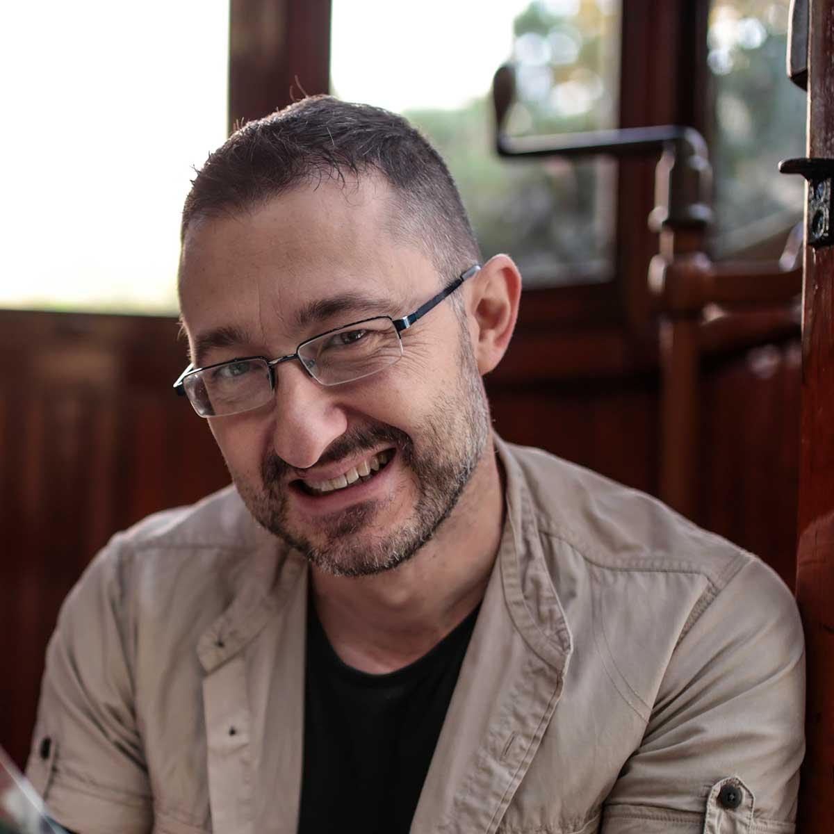 Vicente García autor de Apocalipsis Island y fundador de Dolmen Editorial