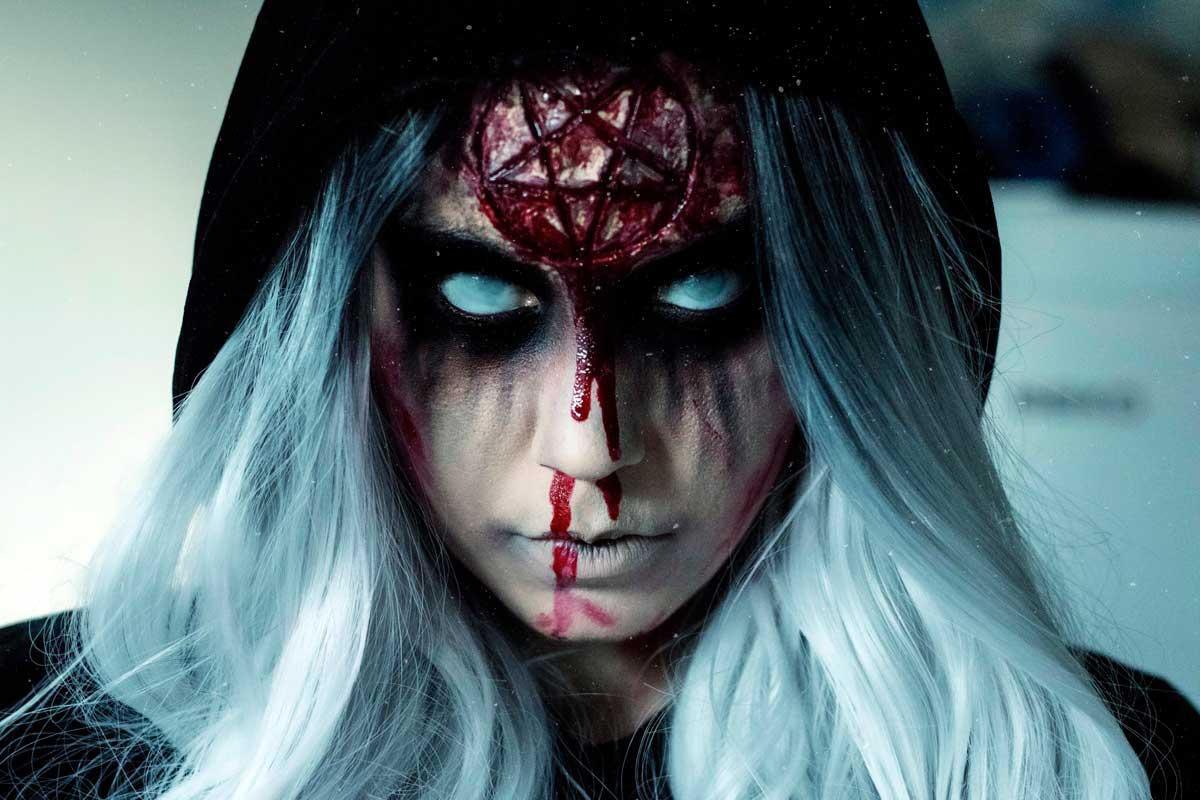chica-demonio-noche-halloween-maquillaje-profesional.jpg